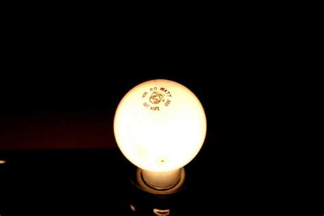 u s phase out of incandescent light bulbs continues in