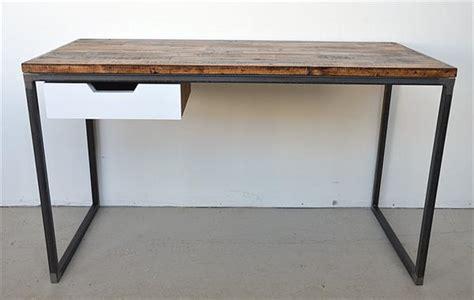 DIY Pallet Desk with Flat Box Metal Legs   Pallet Furniture DIY