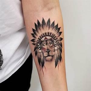 Tatouage Homme Petit : tatouage plume indienne bras ~ Carolinahurricanesstore.com Idées de Décoration