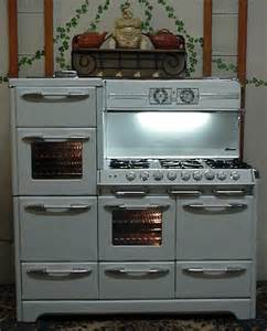 Vintage O'Keefe and Merritt Gas Stove Range