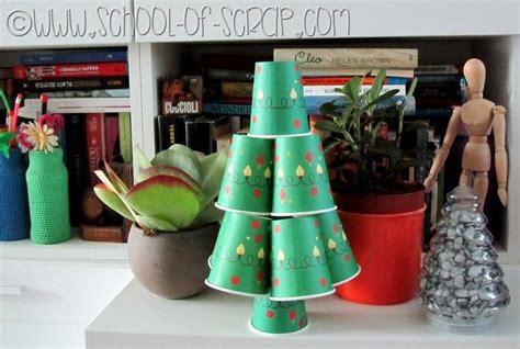 bicchieri di natale riciclo creativo albero di natale fai da te di bicchieri