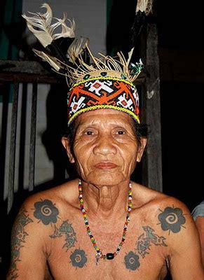 arti  makna tattoo dayak kalimantan gambar seni tattoo