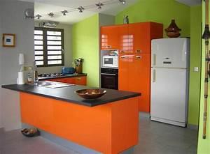 Orange Et Vert Dunkerque : cuisine avec meubles oranges et murs verts cuisine ~ Dailycaller-alerts.com Idées de Décoration