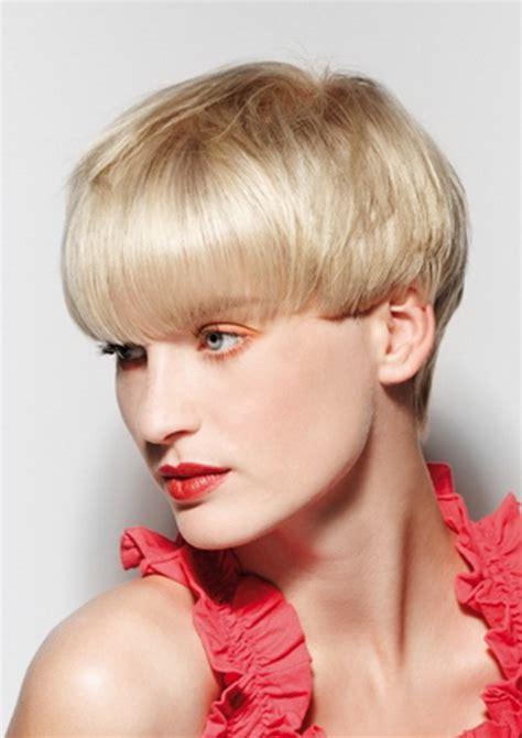 moderne kurzhaarfrisuren für ältere damen frisuren bubikopf kurz