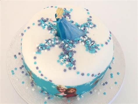 voici une recette et des astuces pour faire un joli gateau d anniversaire reine des neiges