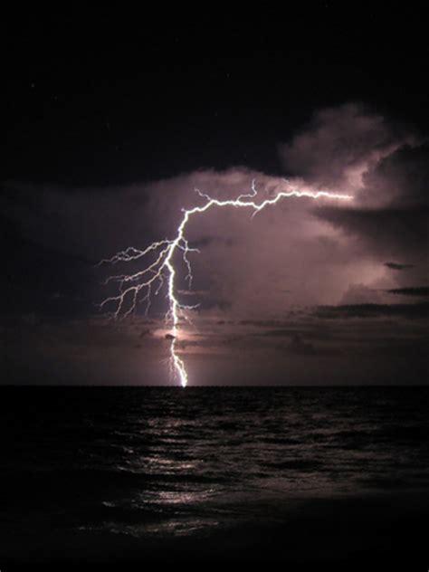 lightning storm wallpaper iphone blackberry