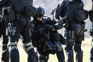 Slovenia PEST (fist) - posebna enota za specialno taktiko ...