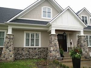 Rock accent exterior of stone veneer to choose from for House exteriors with stone and siding