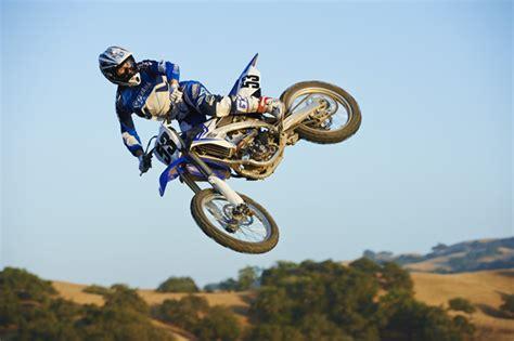 how to jump a motocross bike dirt bike racing jumps www pixshark com images