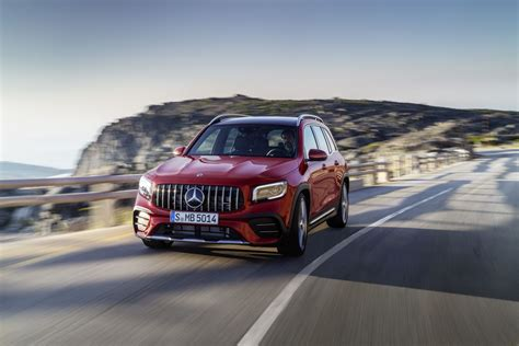 Unveiled in 2019 with a variety of gasoline and diesel engines, the glb is now available in a. Mercedes-AMG GLB 35 4MATIC Spezifikationen & Fotos - 2019, 2020 - autoevolution in deutscher sprache