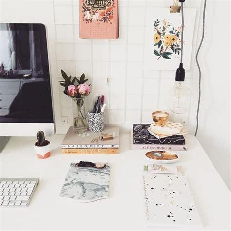 Desk Decoration by Best 25 Desk Decor Ideas On Pink Bedroom