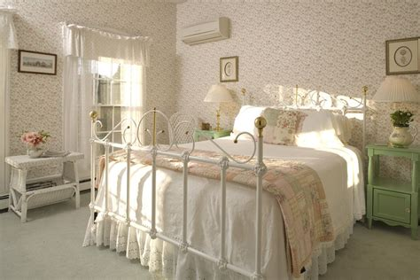 Bedroom Decorating Ideas For Twenty Year Olds by Small Bedroom Layout Ideas For Couples Grey Medium