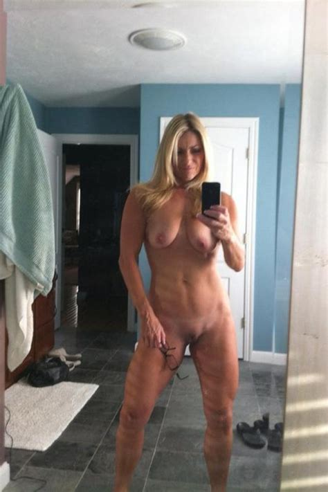Fit Milf Self Shooter Milf Milfs Pictures Pictures Luscious