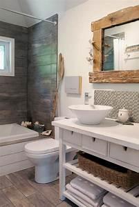 Miroir Bois Salle De Bain : id e d coration salle de bain 10 salle de bains avec c ramique effet bois et miroir avec ~ Teatrodelosmanantiales.com Idées de Décoration