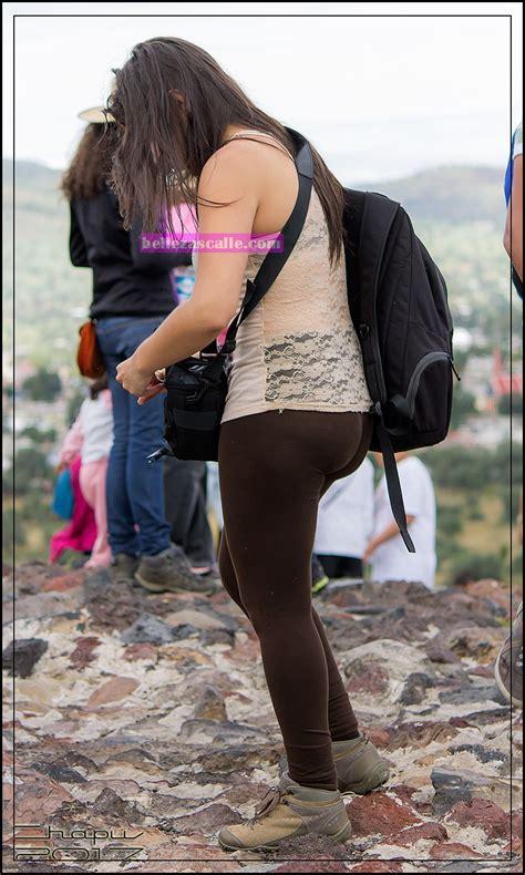 chava bonita y nalgona con leggins transparentes