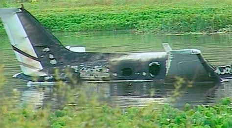 Momentos de terror vivieron los 96 pasajeros de un avión de la aerolínea tezjet, luego de que una de sus cuatro turbinas explotara cuando apenas llevaba media hora de vuelo. Accidente aéreo de Laguna del Sauce en marzo de 2015 se ...