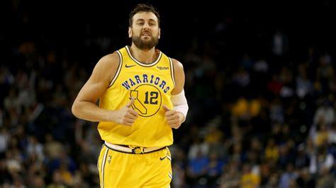 2015. gada NBA čempions Boguts noslēdz basketbolista ...
