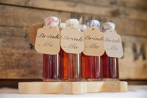 personalized and unique wedding favour ideas to gift with