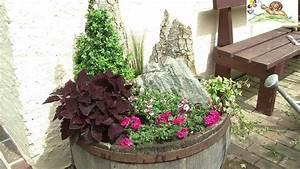 Kübel Bepflanzen Ideen : blumenk bel trog bepflanzen mit geh lzen sommerblumen gr sern steinen youtube ~ Buech-reservation.com Haus und Dekorationen