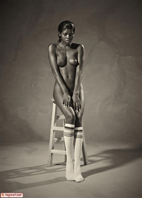 Ebony Goddess Simone Shows Athletic Body In Classic Nudes