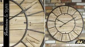 Grande Horloge Industrielle : tr s grande horloge murale de style industriel bois et m tal 90 cm int rieurs styles ~ Teatrodelosmanantiales.com Idées de Décoration