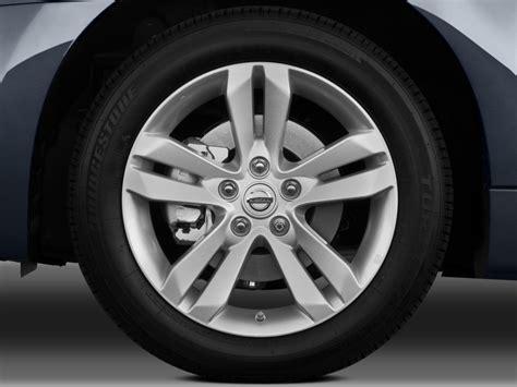 image  nissan altima  door coupe  cvt   wheel