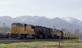 Big Boy coming through! Locomotive of the Union Pacific ...