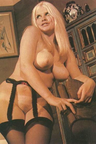 Bond  nackt Sue Mexico Sues