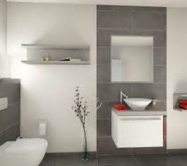 fliesen fürs badezimmer bilder die 25 besten ideen zu bad fliesen auf graue badezimmerfliesen bad und