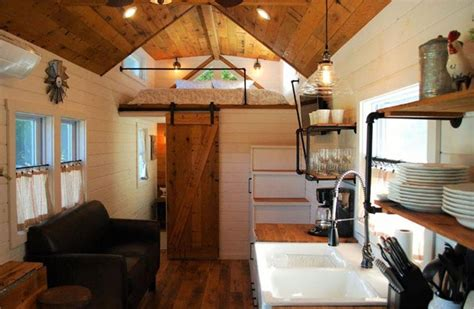 ways  add farmhouse style   tiny house tiny house blog