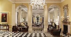 Art Deco Stil. 4 armad taklampa i art deco stil lampan har glaskupor ...