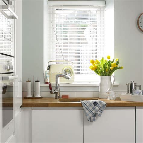 Kitchen Horizontal Blinds by Blinds In Nottingham 4 Kitchen Window Blind Ideas
