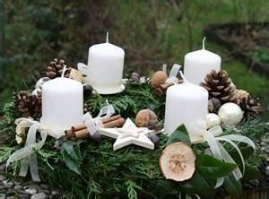 Adventskranz Ohne Rohling Binden : adventskr nze selbstgemacht adventsgestecke und weihnachtsdeko einfach selber basteln ~ Markanthonyermac.com Haus und Dekorationen