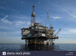 Ocean Oil Rig Stock Photos & Ocean Oil Rig Stock Images ...