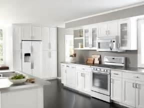 color kitchen cabinets best 25 white kitchen appliances ideas on 3446