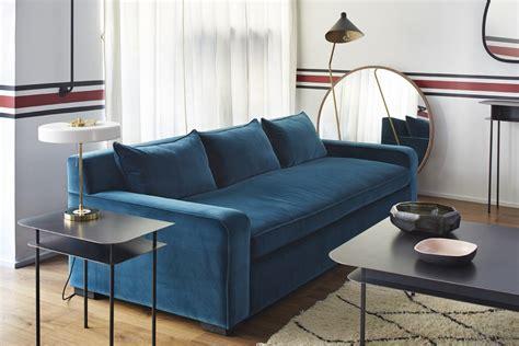 canapé velours bleu coup de cœur pour le canapé en velours bleu rise and shine