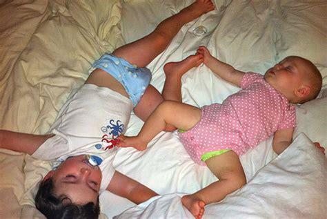 comment faire dormir un b 233 b 233 et un petit enfant dans la m 234 me chambre les ptits mwana