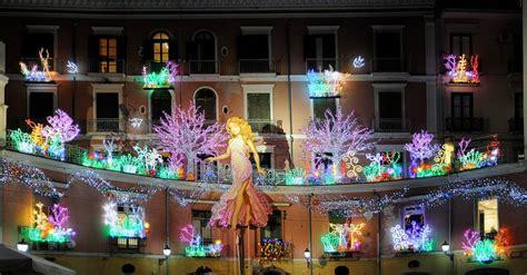 Salerno Illuminazioni Natalizie by Di Artista 2017 A Salerno Natale Fra Le Luminarie