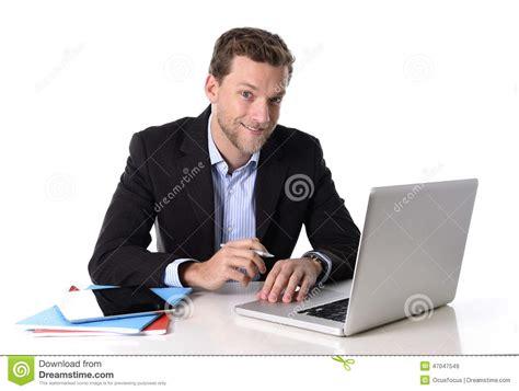 bureau homme d affaire travailler attrayant d 39 homme d 39 affaires heureux au
