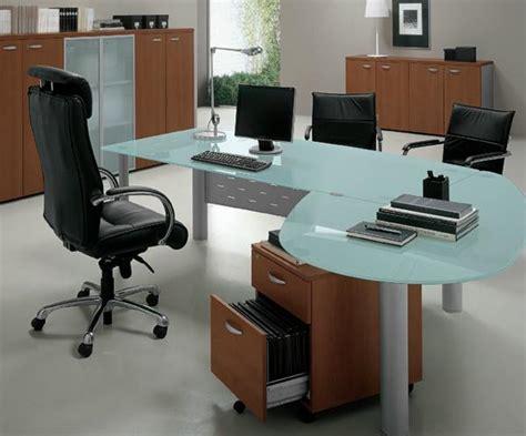 pc de bureau professionnel mobilier de bureau l 39 économie prime sur l 39 ergonomie