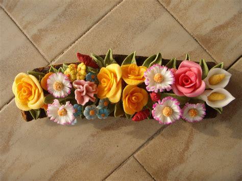 pasta di mais fiori tronchetto primaverile con fiori vari in pasta di mais