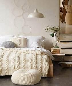 Chambre Parentale Cosy : chambre parentale cocooning blanche avec plaid en laine ~ Melissatoandfro.com Idées de Décoration