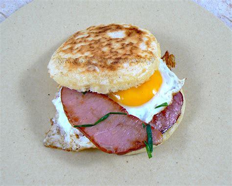 une cuisine pour voozenoo crumpets bacon et oeuf au plat une cuisine pour voozenoo