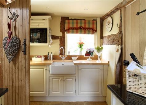 tiny cottage kitchens 17 best ideas about small country kitchens on 2838