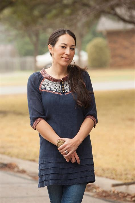 how is joanna gaines joanna gaines bio joanna gaines fixer upper hosts and joanna gaines style