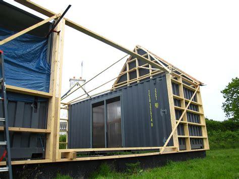 maison de vacances en containers maritimes et ossature bois dans le mnm architectes rennes