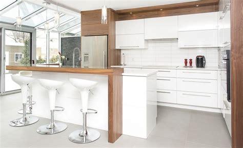 armoire de cuisine en pin cuisine contemporaine armoires novaro cuisines et