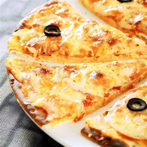 cuisine en bois nature et decouverte pizza fromage vacances arts guides voyages