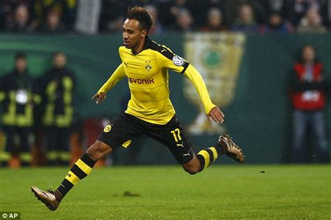 Pierre-Emerick Aubameyang wants to stay at Borussia ...