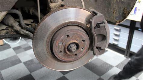 comment changer les plaquettes de frein arriere sur scenic 2 comment v 233 rifier les disques et plaquettes de freins